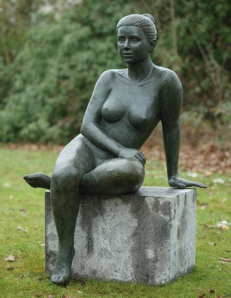 Melina | Akt sitzende Frau Bronzefigur