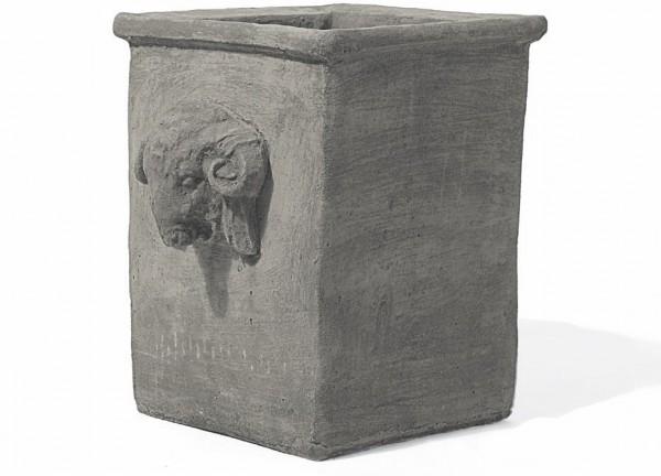 Steinkübel Quadro mit Widderkopf