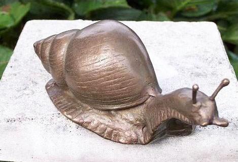 Schnecke-Bronzefigur
