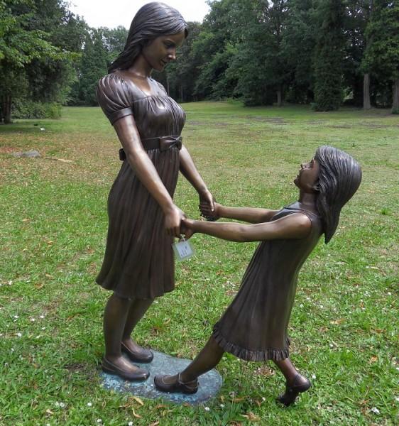 Nele mit Tochter | Bronzefigur