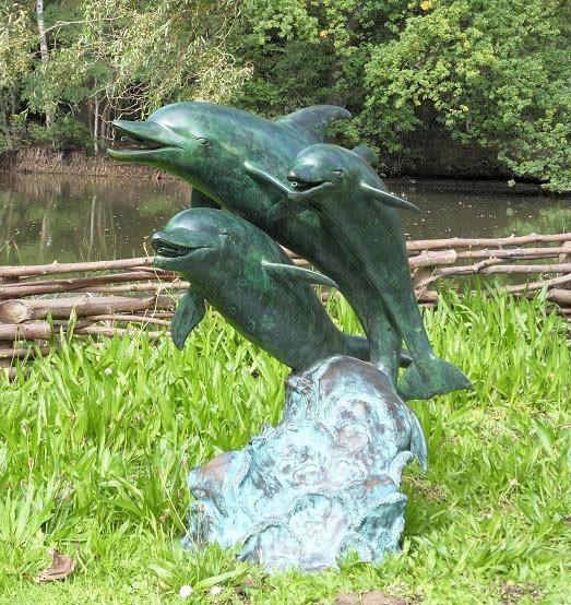 Wasserfountaine-Wasserspaier-Delphine-Gruppe-Bronzefigur