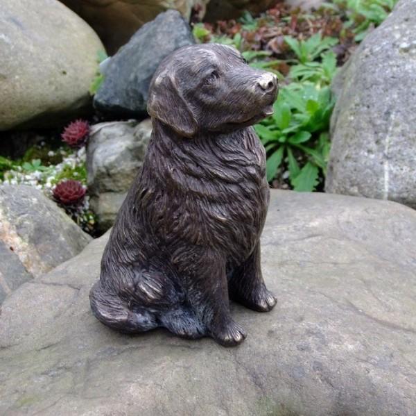Kleiner Labrador aus Bronze