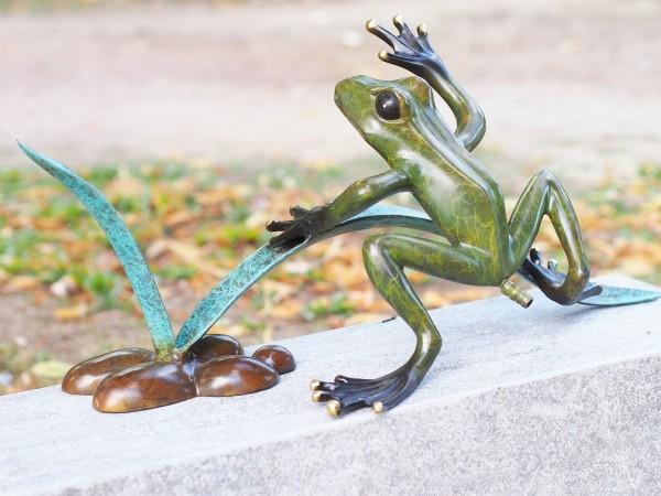 Frosch-auf-Schilfzweig-Bronzefigur