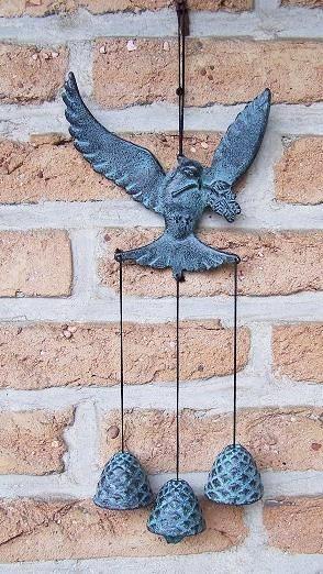 Taube mit drei kleinen Glocken aus Bronze